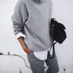 Grauer Cashmere-Pullover + weißes Hemd + gerade Hose: www.taaora.fr / … #outf