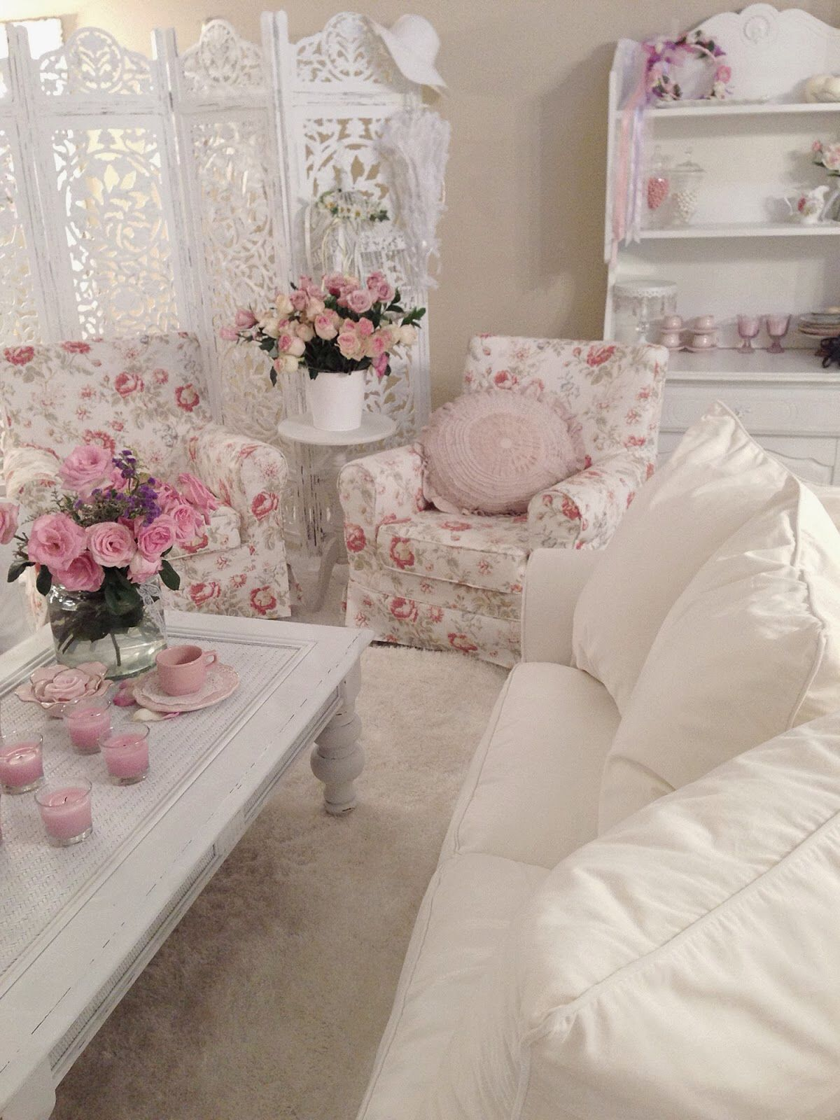 Salon floral shabby chic.  Source: Pinterest