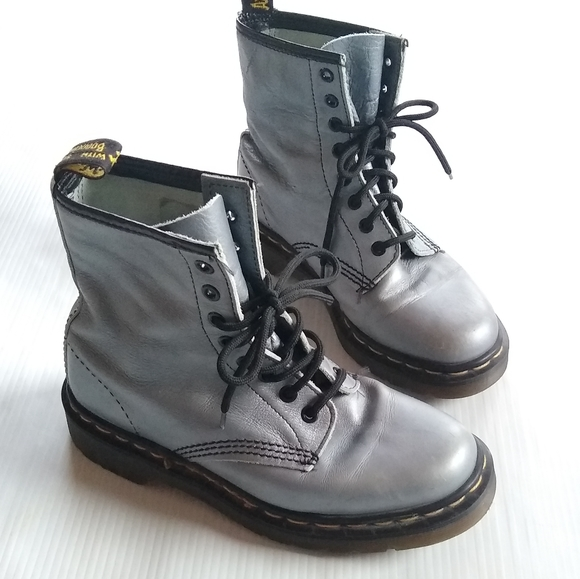 Chaussures Dr. Martens    Doc Martens 1460 Made In England Bottes grises.